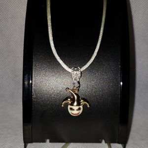 """🆕 NWT Skull Jester 24"""" white necklace Halloween"""